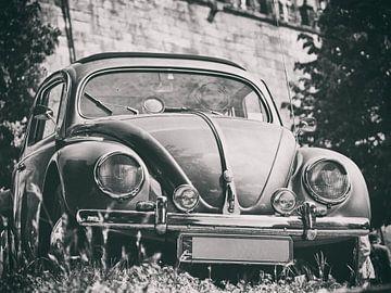 Schwarz-weiß Fotografie eines VW Käfers von Edith Albuschat