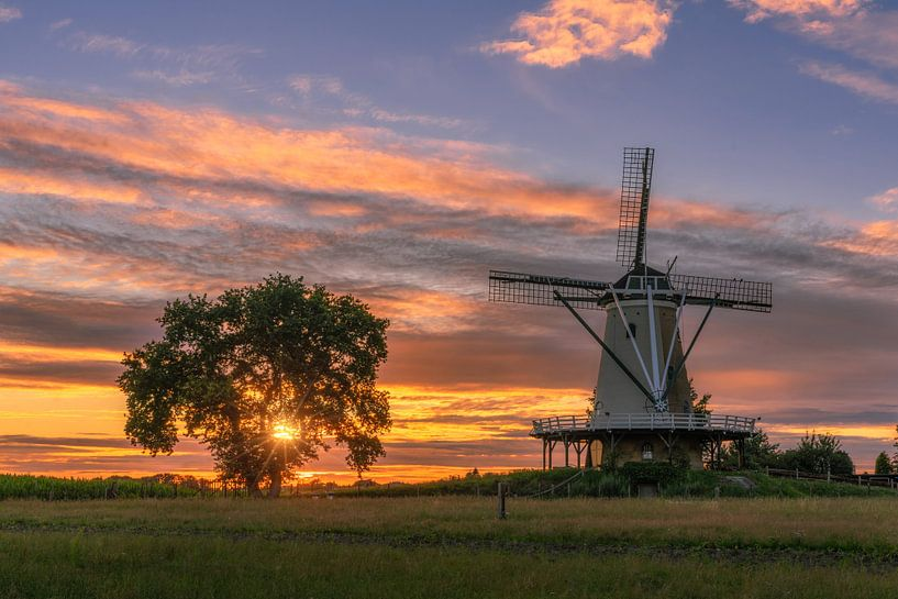 Sunset at the mill van Bart Hendrix