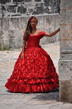 Bruidsmeisje in Havana, Cuba van Tjeerd Langstraat