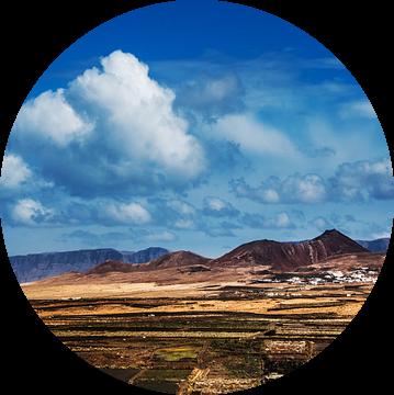 Zicht op het dorpje Soo, Lanzarote van Harrie Muis