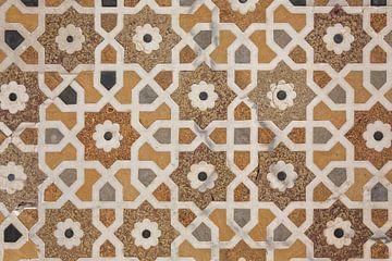 Details van gepolijst marmer oppervlak zijn bedekt met stenen inleg van Tjeerd Kruse