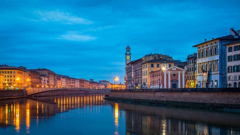 Blue hour Pisa van Teun Ruijters