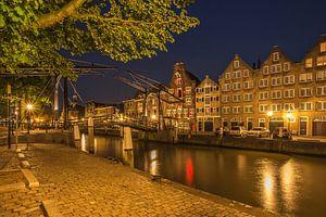 Damiatebrug en Wolwevershaven in Dordrecht in de avond