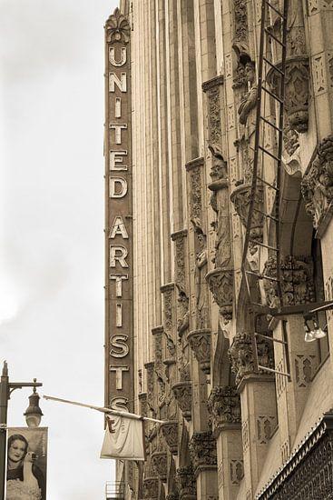 Los Angeles, reclamebord op Broadway van Inge van den Brande