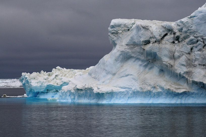 ijsberg rond Antarctica van Peter Zwitser