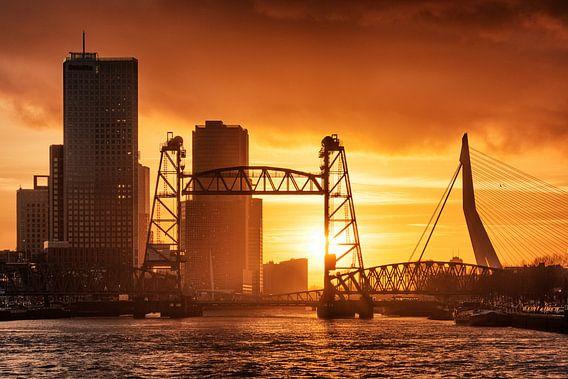 Zonsondergang aan de Maasboulevard   Rotterdam