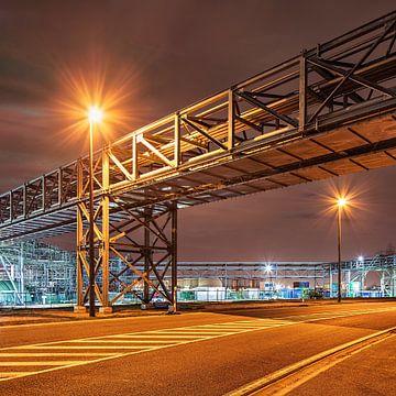 Pipeline Brug oversteken van een weg dans de Gebied « de industriële de nachts, Antwerpen sur Tony Vingerhoets