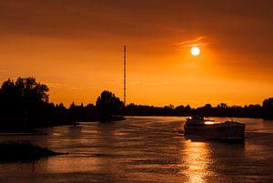 Boot op de rivier de Lek, nabij Ameide van