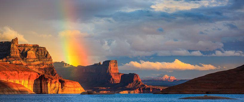 Regenboog over Padre Bay, Lake Powell, USA van Henk Meijer Photography
