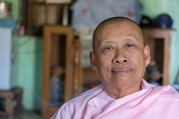 Non in meisjesschool, Hsipaw, Myanmar van Annemarie Arensen