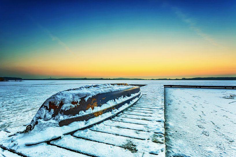 Landingsplaats voor boten bij zonsondergang van Frank Herrmann