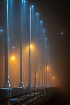 Wilhelminabrug in de mist #1 van Edwin Mooijaart
