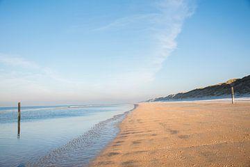 Strand in de winter (Wijk aan Zee) van Corali Evegroen