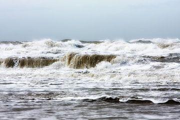 Chaotische Noordzee golven van Jan Brons