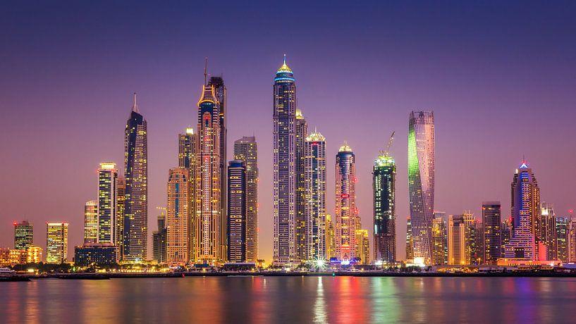Dubai Marina skyline van Albert Dros