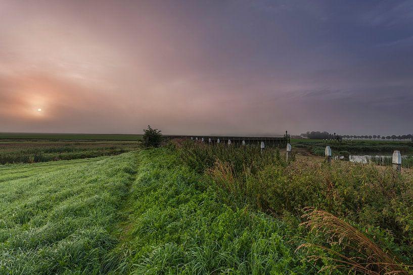Mistig Schokland provincie Flevoland van Adrian Visser