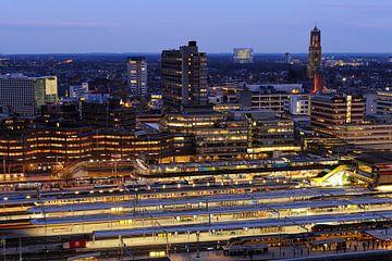 Station Utrecht Centraal en de binnenstad van Utrecht von Donker Utrecht