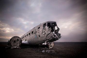 DC3 gestrand op strand IJsland van marcel wetterhahn