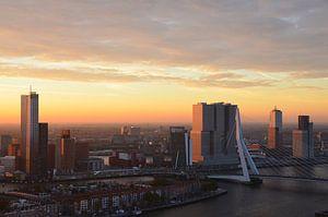 Zonsopgang boven Rotterdam van