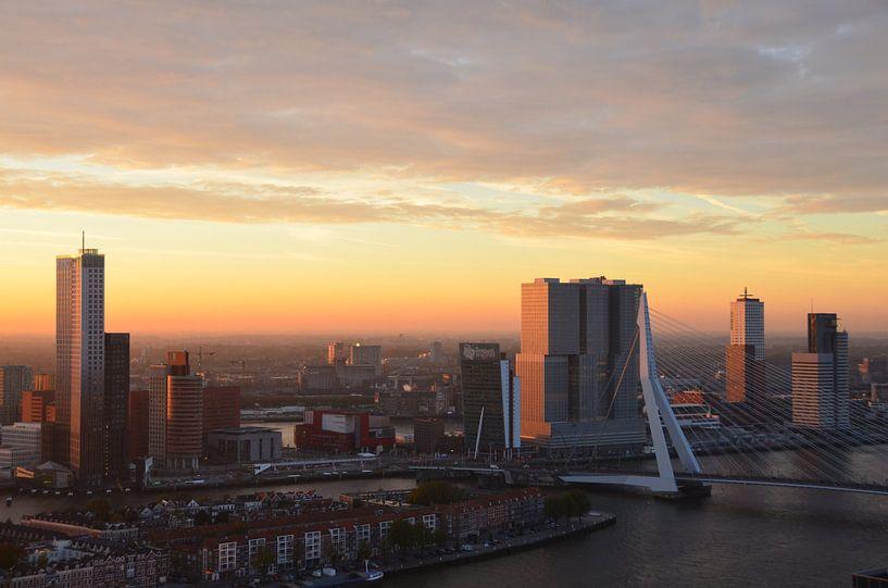 Zonsopgang boven Rotterdam van Marcel van Duinen