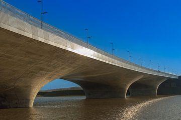 verlengde Waalbrug bij Nijmegen van Patrick Verhoef
