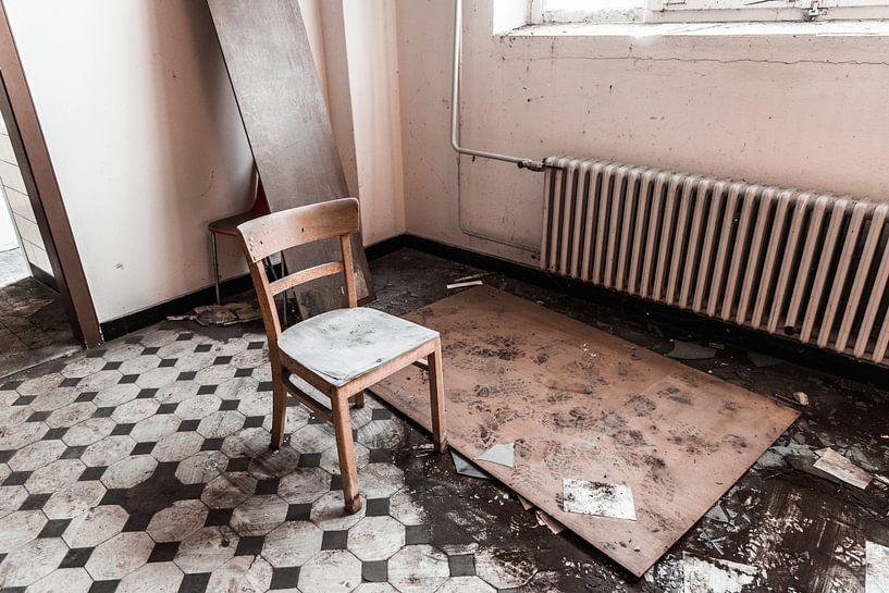 Eenzame stoel van Franziska Pfeiffer