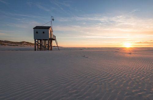 Maison noyée après le coucher du soleil