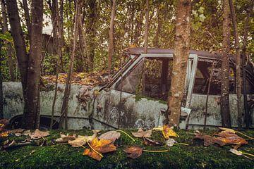 Abandoned Car sur Vivian Teuns