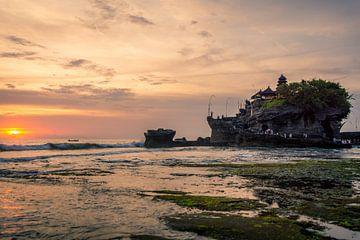 Zonsondergang Tanah Lot op Bali van Sven Hulsman