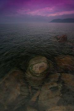 Steine im klaren Wasser des Baikalsees. von Michael Semenov