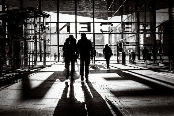 Schwarzweißer Rotterdamer Hauptbahnhof