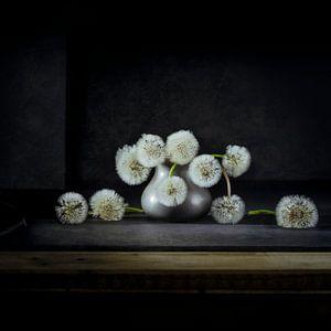 Dandelions in tinnen vaasje