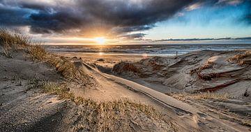 Ondergaande zon vanuit het duin van Alex Hiemstra