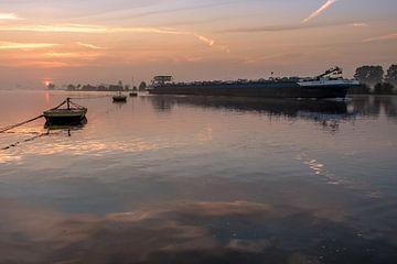 Gierpont met binnenvaartschip van Moetwil en van Dijk - Fotografie