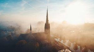 Kirche im Nebel von Luuk de Kok