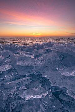Kruiend ijs. van Corné Ouwehand