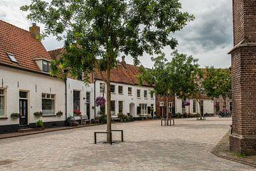 Pitoresk straatje in Hattem op een zomerse dag van Elles Rijsdijk
