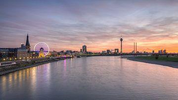 Dusseldorf Skyline van Michael Valjak