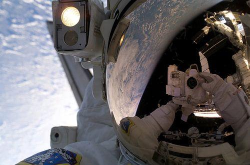 Astronaut selfie van