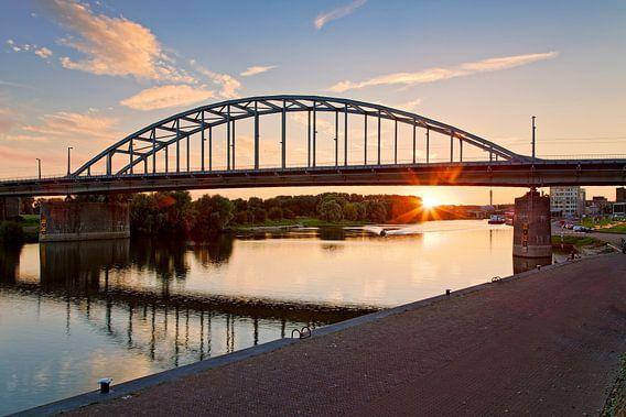 Zonsondergang bij de John Frostbrug te Arnhem van Anton de Zeeuw