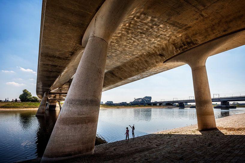 Under the bridge 2 van Hans Hebbink
