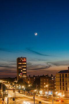Zonsondergang met maan van By Odessa DC