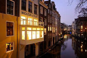 Oudegracht gezien vanaf de Gaardbrug in Utrecht (1)