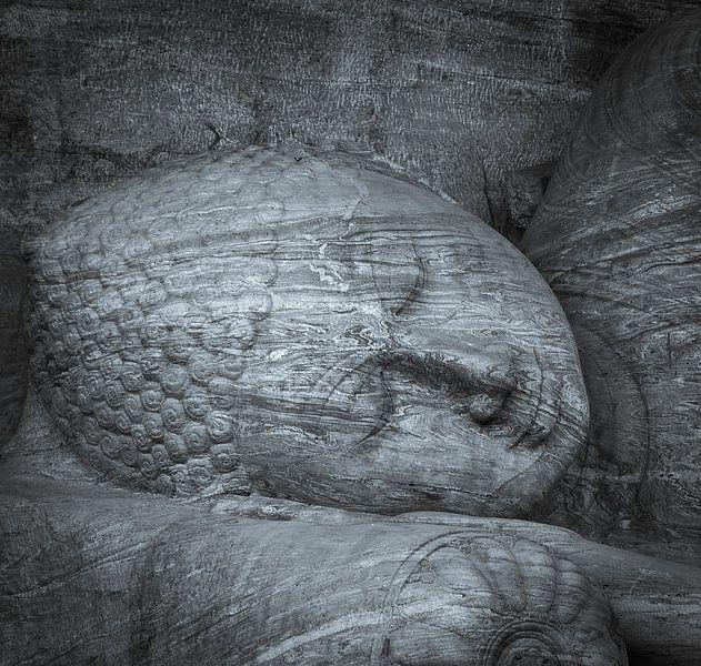Largest reclining Buddha statue at Gal Viharaya