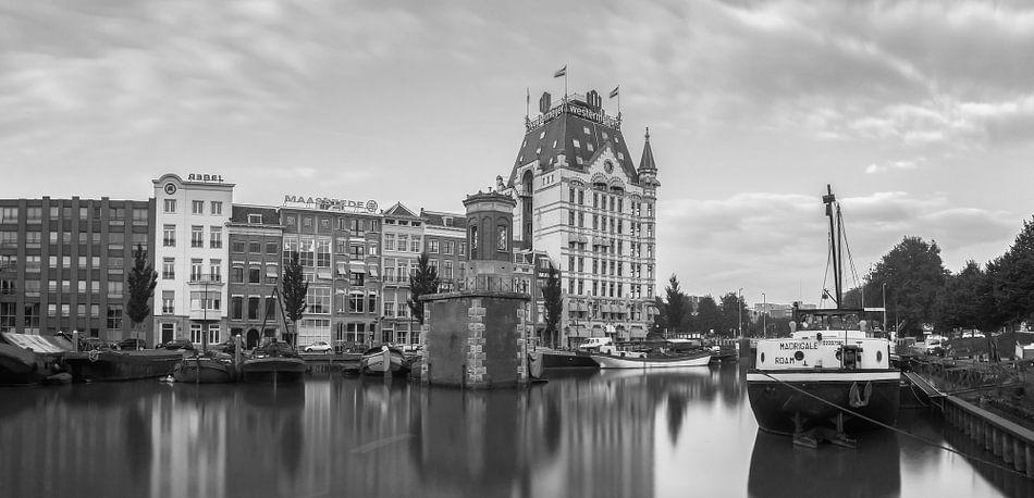 Het witte huis aan de wijnhaven in Rotterdam van Ilya Korzelius