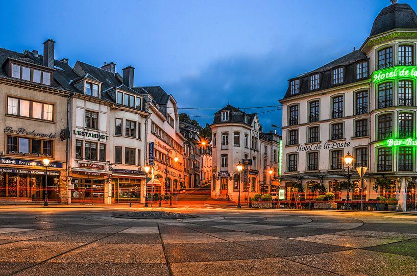 Bouillon by night: Place Saint-Arnould van Frans Blok