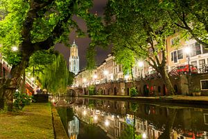 Utrecht Oudegracht: Domtoren vanaf Oudegracht-Tolsteegzijde van