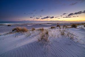Sonnenuntergang am Strand bei Westerschouwen auf Schouwen-Duivenland in Zeeland. Das letzte Licht de von Bas Meelker