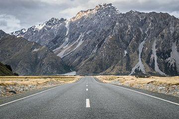 Voyage en voiture dans les montagnes néo-zélandaises sur Heleen Middel