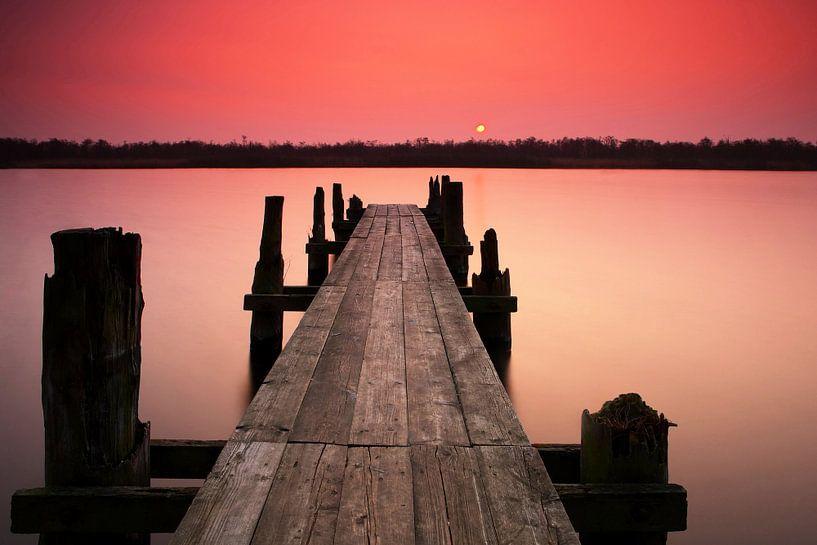 Steg im Sonnenuntergang von Frank Herrmann